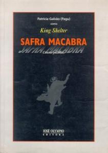 Capa do livro Safra Macabra, informando a autora Patrícia Galvão (Pagu) com King Shelter. Ilustração branca com homem em arma no fundo preto.