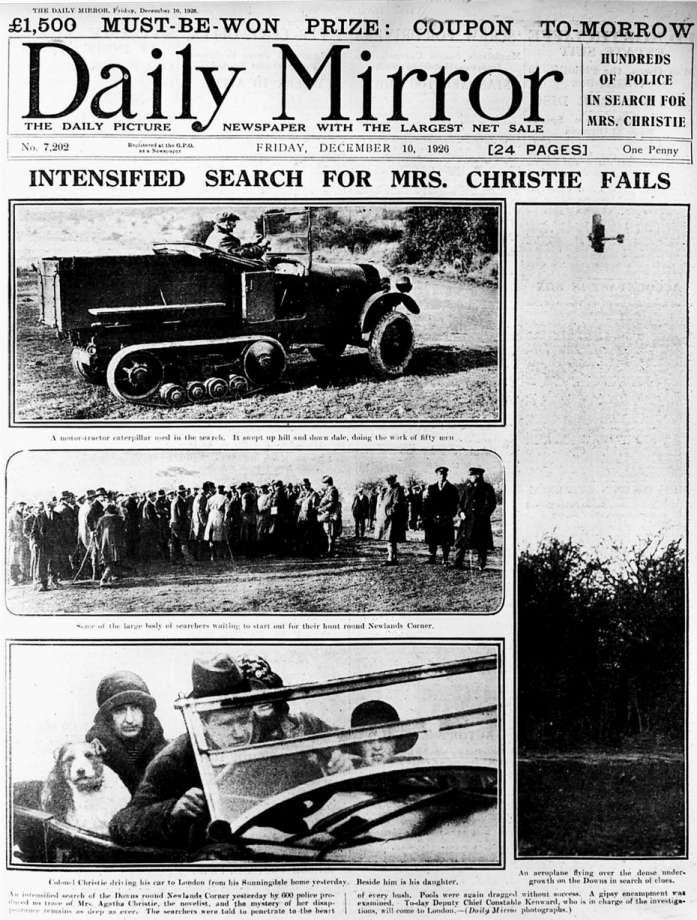 Capa em preto e branco do jornal Daily Mirror, com fotos da busca por Agatha Christie por populares, avião, e carros.