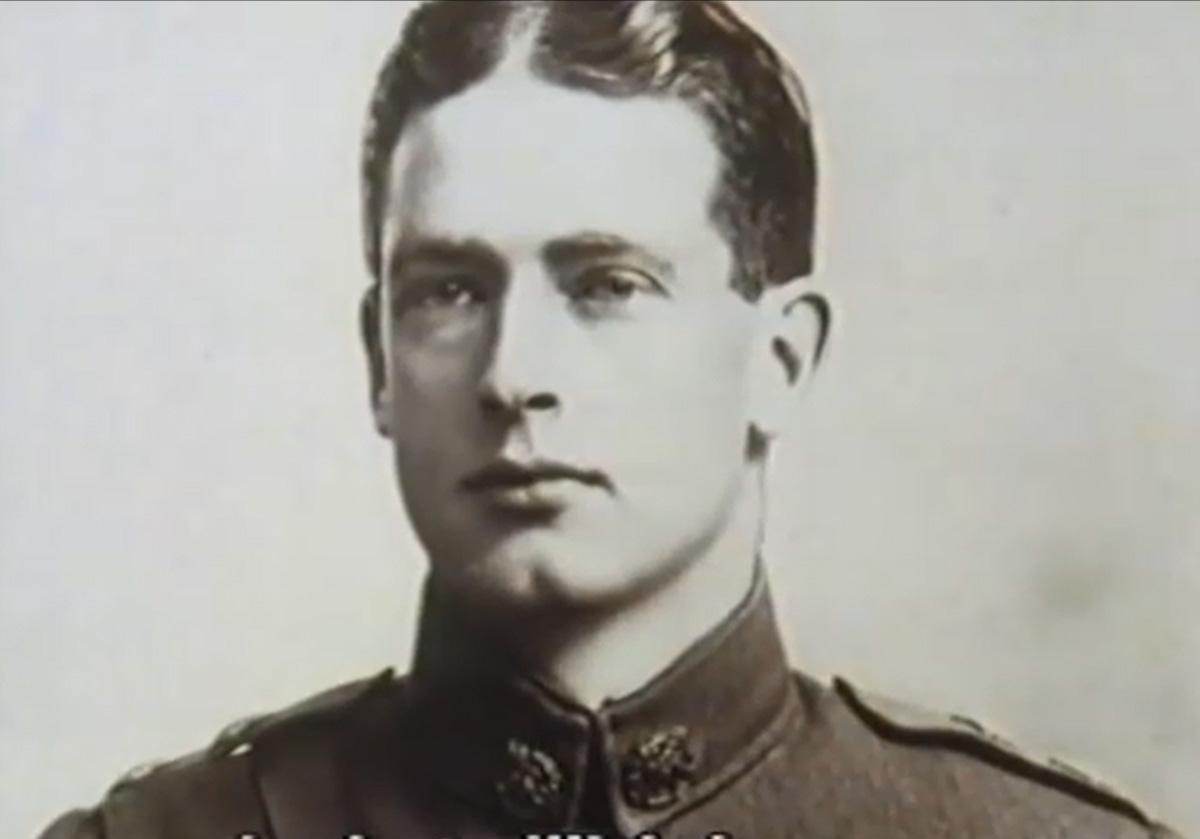 Foto em preto e branco do Coronel Archibald Christie em uniforme militar.